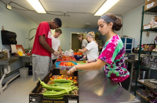 Members of the Class of 2017 volunteer at Gettysburg's Campus Kitchens program during GIV Day.